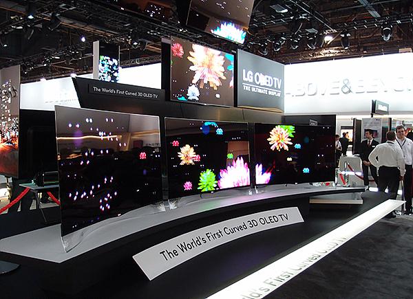 [CES 2013 현장] 손이 베일듯이 얇은 OLED TV와 깜짝 공개한 제품들