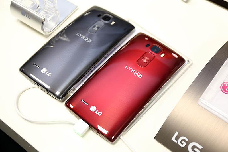 'LG G 플렉스2' 런칭 현장에서 곡면의 아름다움에 반하다