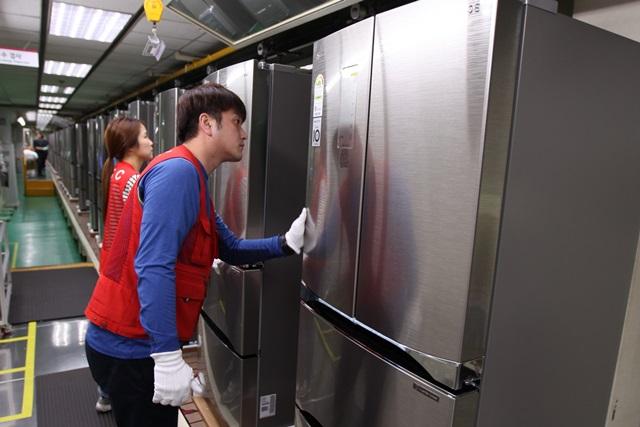 LG 김치냉장고 생산라인 주말에도 풀가동