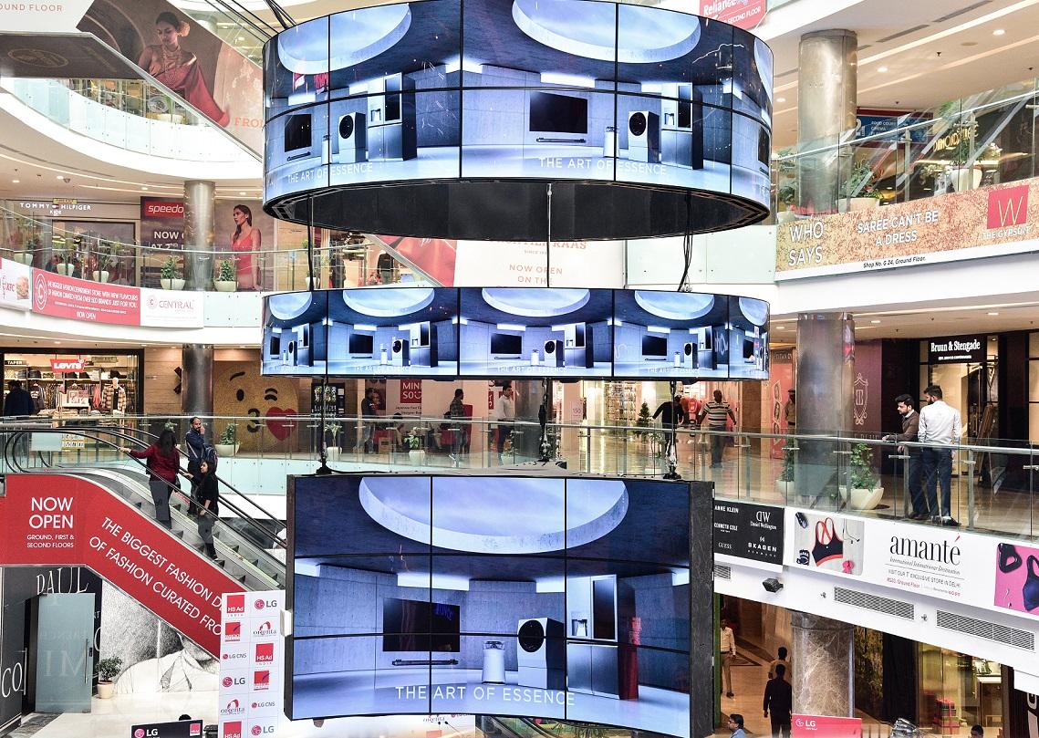 印 델리 최대 쇼핑센터에 올레드 사이니지 설치