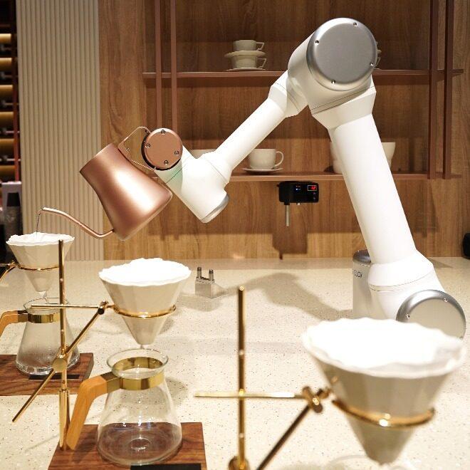 CES2020 현장사진 - 클로이 테이블 부스의 바리스타 로봇