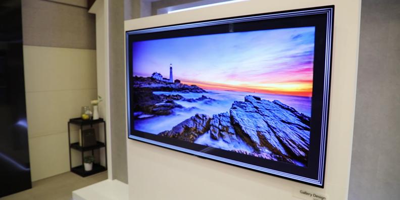 갤러리 디자인을 적용한 올레드 TV,공간에 가치를 부여하다