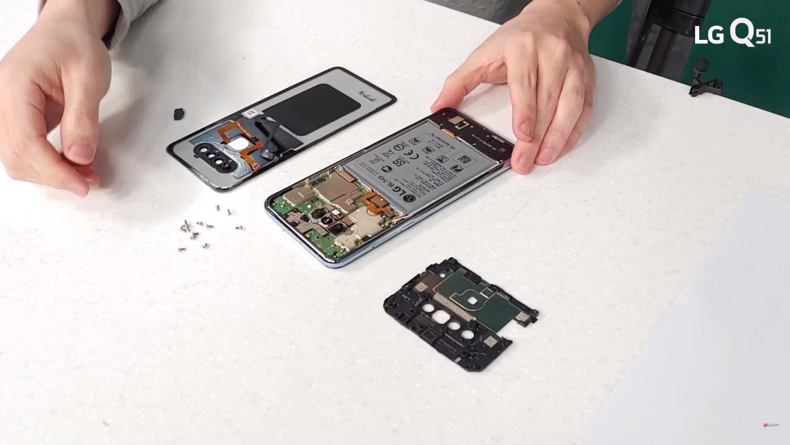 LG Q51 - 이 가성비 실화? LG Q51 전격 분해