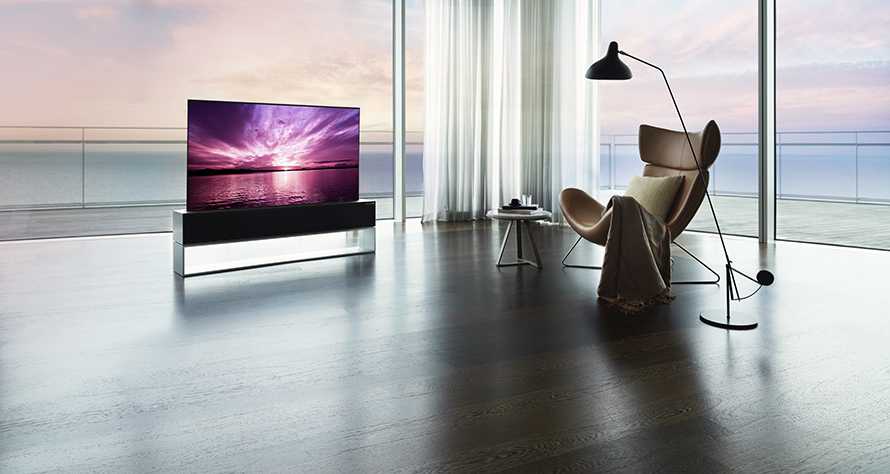LG SIGNATURE OLED R – FULL VIEW