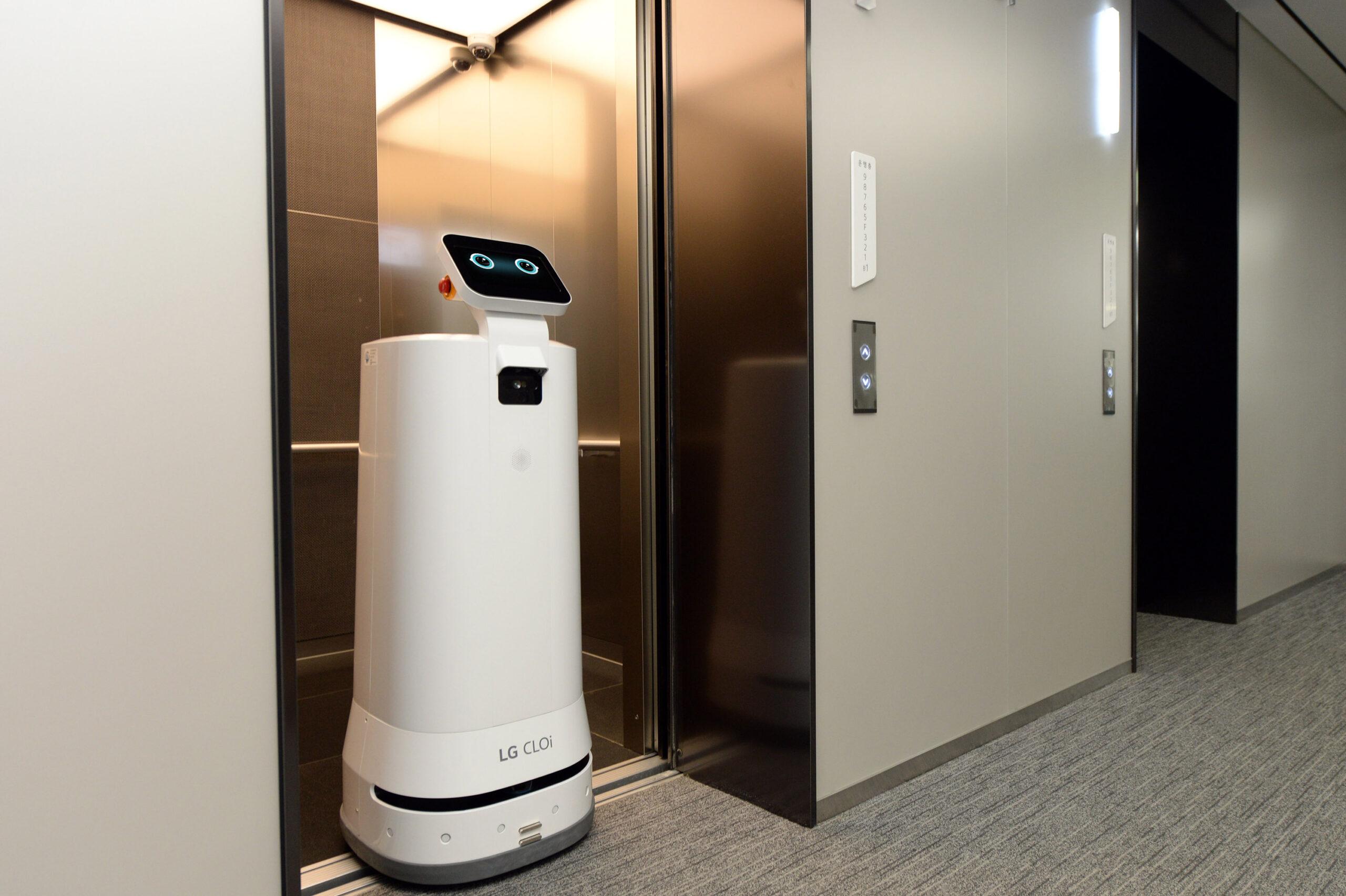 LG 클로이 서브봇, 엘리베이터도 스스로 타고 내린다