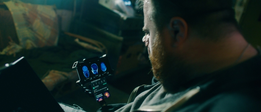 LG전자가 전략 스마트폰 'LG 윙(LG WING)'의 글로벌 출시 확대에 맞춰 세계적인 영화감독 마이클 베이(Michael Bay)와 손잡고 'LG 윙(LG WING)' 알리기에 나섰다. 연내 개봉 에정인 영화 '송버드'의 예고영상 캡쳐화면.