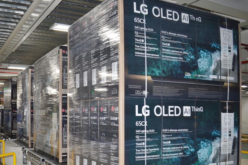 블랙프라이데이 앞두고 더 분주해진 LG 올레드 TV 멕시코 생산라인