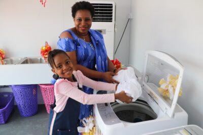 LG전자, 나이지리아에 정전에도 끄떡없는 무료 세탁방 개소