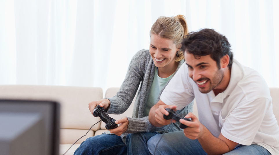비디오 게임을 즐기고 있는 모습