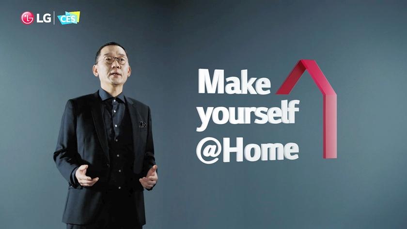 LG전자가 미국 동부시간 11일 세계 최대 가전·IT 전시회 'CES 2021'에서 프레스 콘퍼런스를 개최했다. 사진은 글로벌마케팅센터장 김진홍 전무가 '소중한 일상은 계속됩니다. LG와 함께 홈 라이프를 편안하게 누리세요'라는 주제로 연설하는 모습.