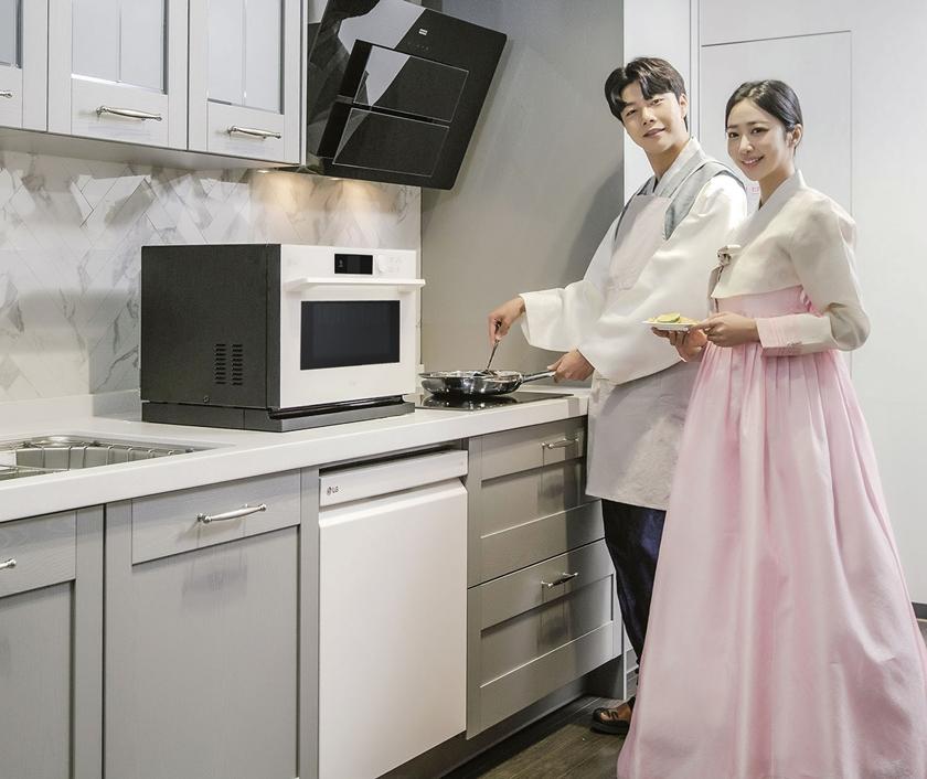 LG전자는 설 명절을 앞두고 주방 新가전 3총사인 디오스 식기세척기, 전기레인지, 광파오븐을 구매하는 고객에게 풍성한 혜택을 제공한다. 모델이 차별화된 성능과 편리함으로 큰 인기를 얻고 있는 LG 오브제컬렉션 식기세척기와 광파오븐, LG 디오스 전기레인지를 소개하고 있다.