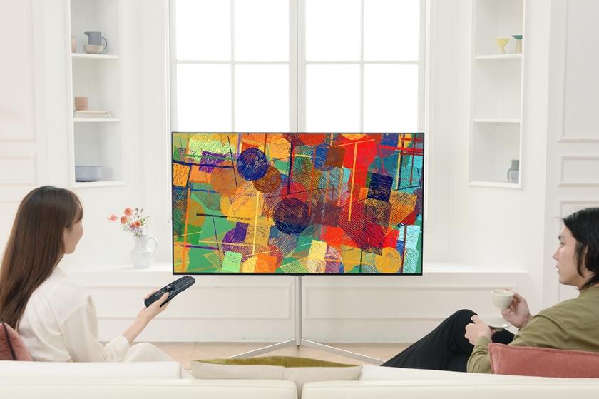 LG전자가 더 완벽한 화질의 올레드 에보(evo)를 비롯한 2021년형 LG 올레드 TV를 글로벌 주요 시장에 순차 출시한다. LG 올레드 TV는 역대 최고 성능의 올레드 에보를 필두로 최대, 최다 라인업을 갖추며 더 강력해졌다. 모델이 2021년형 LG 올레드 TV를 소개하고 있다.