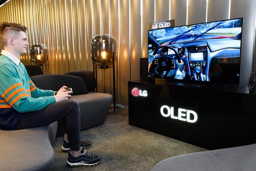 LG 올레드 TV 앞세워 러시아 게이머들 사로잡는다
