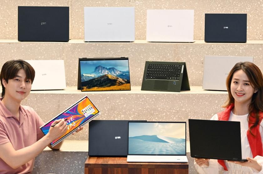 LG전자가 내달 15형 그램 신제품을 출시하는 등 다양한 크기와 색상의 'LG 그램(gram)' 라인업으로 고객 선택의 폭을 넓힌다. 모델이 다양한 LG그램 라인업을 소개하고 있다.
