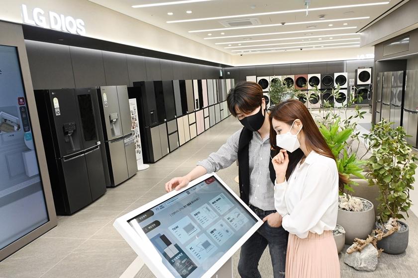 LG전자, 국내 가전업계 첫 無人매장 열었다