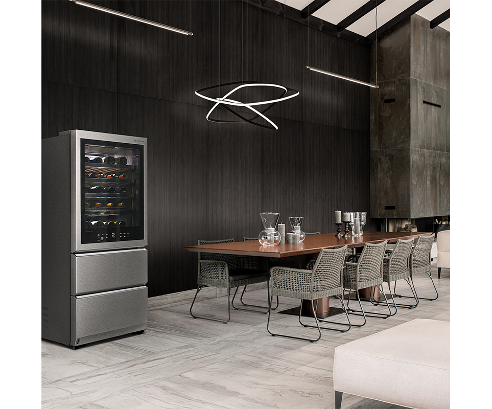 프리미엄 우드 인테리어 컨셉으로 아메리칸 우드와 LG 시그니처 와인 셀러로 꾸며진 공간