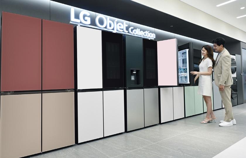 총 8가지 조합의 오브제컬렉션 상냉장 하냉동 냉장고 풀라인업을 갖췄다. 모델이 필요에 따라 디자인과 기능을 선택할 수 있는 LG 오브제컬렉션 상냉장 하냉동 제품들을 소개하고 있다.