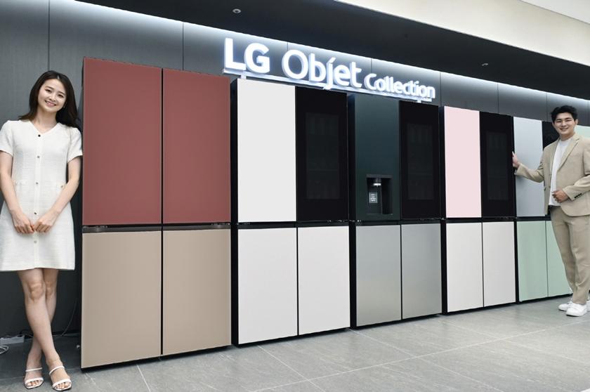 LG전자가 최근 더블매직스페이스, 일반 도어 디자인을 적용한 신제품을 출시, 총 8가지 조합의 오브제컬렉션 상냉장 하냉동 냉장고 풀라인업을 갖췄다. 모델이 필요에 따라 디자인과 기능을 선택할 수 있는 LG 오브제컬렉션 상냉장 하냉동 제품들을 소개하고 있다.
