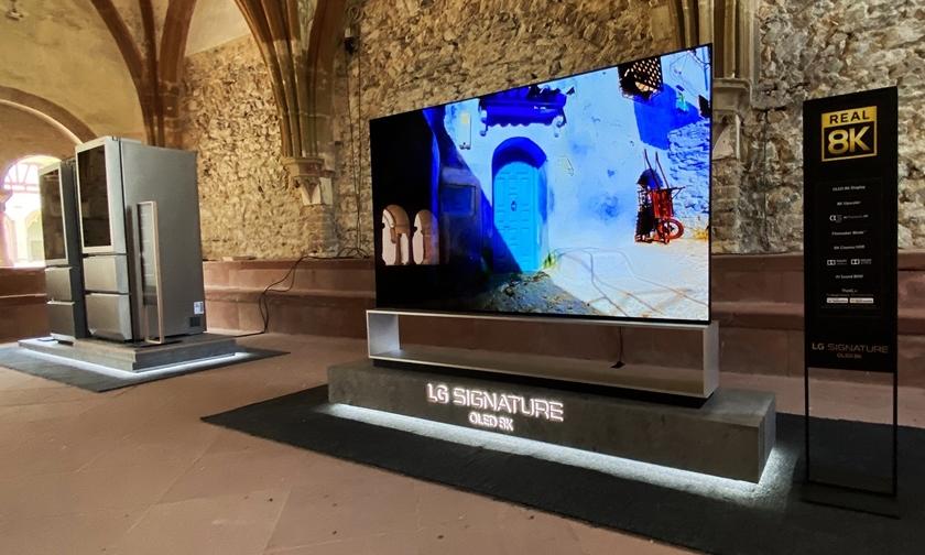 라인가우 뮤직 페스티벌 공연이 열리는 에버바흐 수도원(Kloster Eberbach)에 전시된 LG 시그니처 제품.