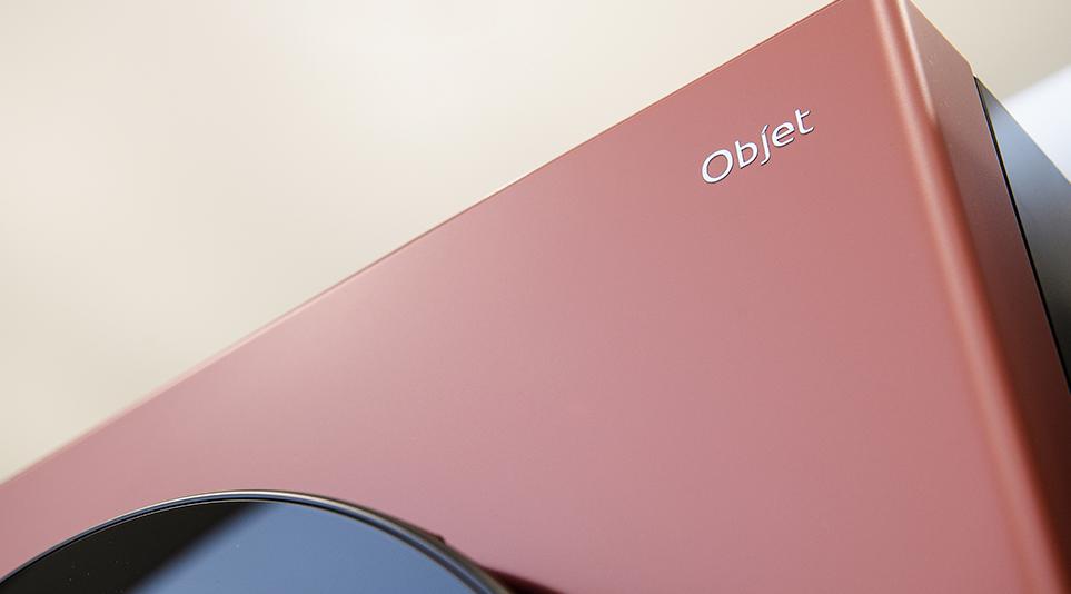올해 5월 새롭게 선보인 LG 오브제컬렉션의 레드우드 색상
