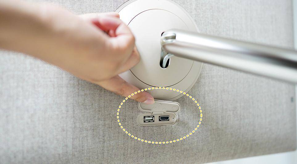 USB 포트 및 HDMI 단자가 탑재되어 있어 다른 기기와의 호환에 용이