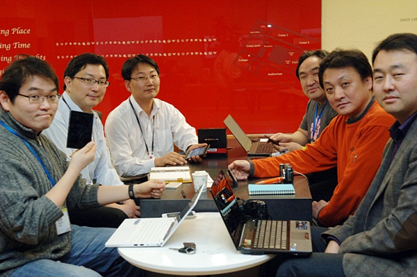 옵티머스 뷰 개발자 사진