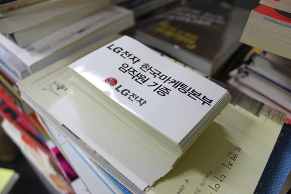 쌓인 책들 사진1