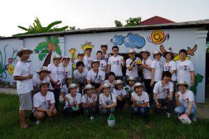 캄보디아에간 봉사원들의 기념 단체 사진