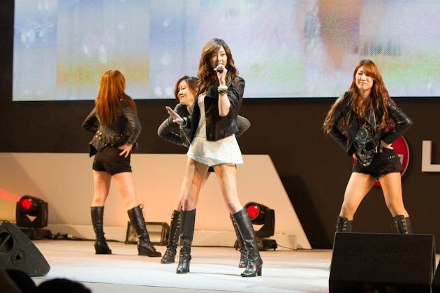 가수 지나씨의 공연하는 모습1