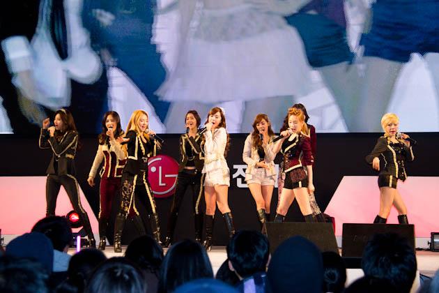 걸그룹 소녀시대의 공연하는 모습1