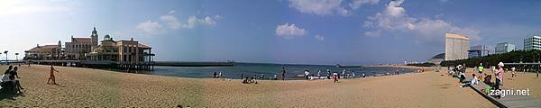 파노라마 모드로 찍은 모모치 해변 사진