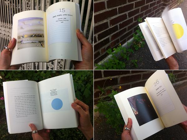 책이 펼쳐져있는 사진 1