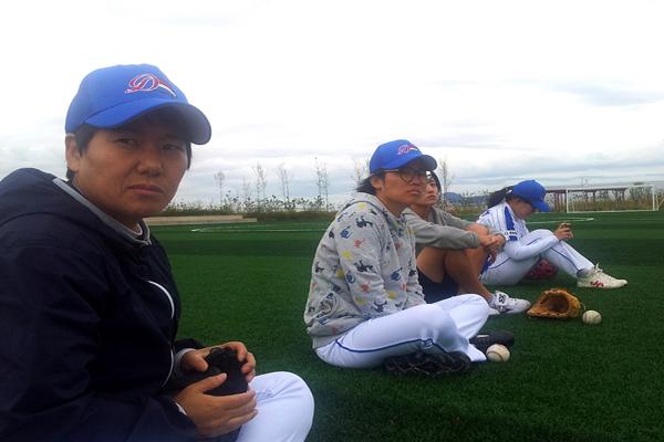 주말 아침부터 야구 경기 연습 준비 중 인 서산 드림스타 선수들의 모습