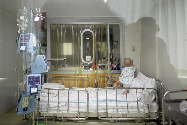 휘기병을 앓는 10살 영원이 사진