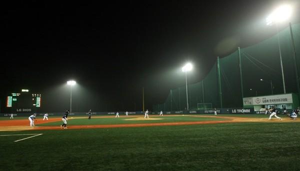 야구 경기하는 모습