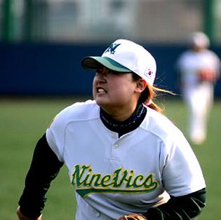 여자 야구선수의 모습