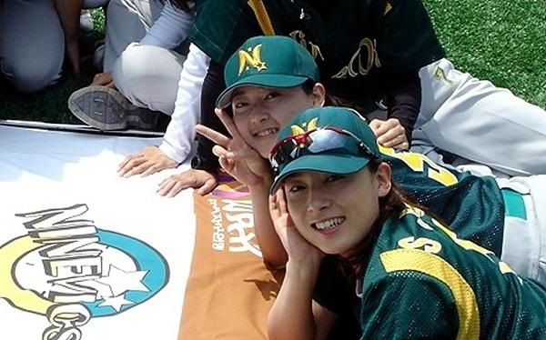 여자 야구선수들의 모습