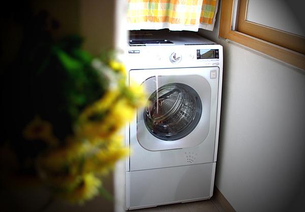 베란다에 있는 드럼세탁기