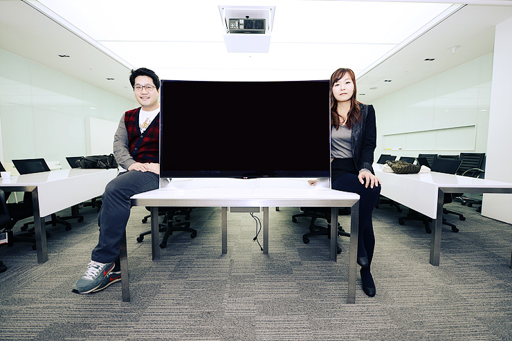 Curved OLED TV 디자이너