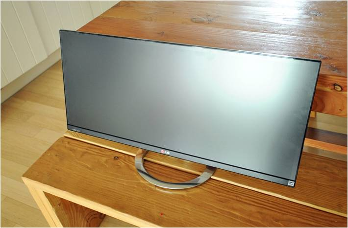 LG전자 파노라마 모니터 정면 모습