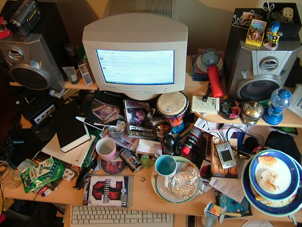 인터넷에서 찾은 책상 위의 엄청난 잡동사니 사진