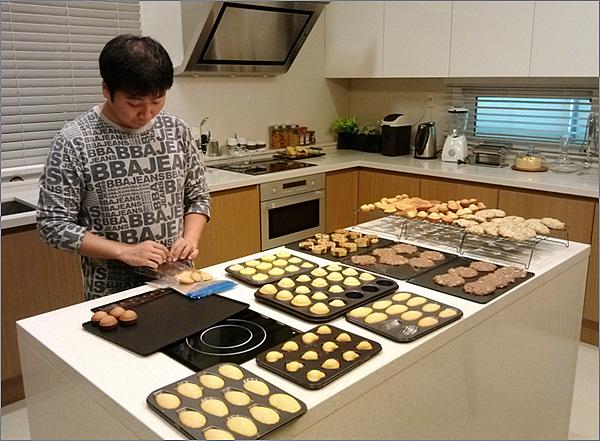 맛있는 쿠키를 구워 보육원 아이들에게 전달하는 Food is Love 봉사단