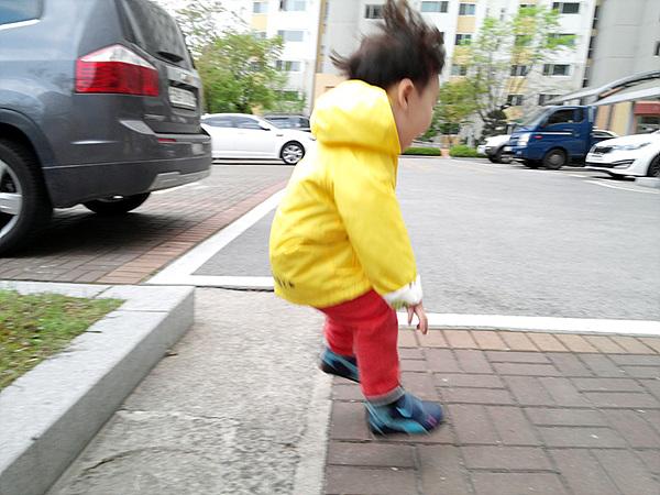 점프하는 아이
