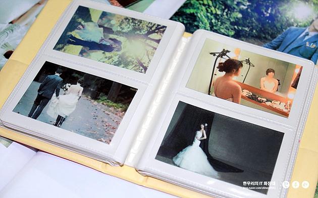 폴라로이드용 앨범에 정리한 포켓포토 웨딩사진