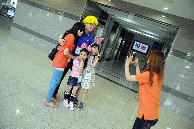 옵G Pro로 촬영하고 포켓포토로 출력한 MC가족들의 모습
