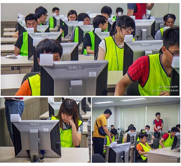 시험에 열중하는 수험생들