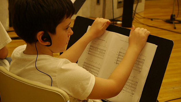 녹음 중인 아이