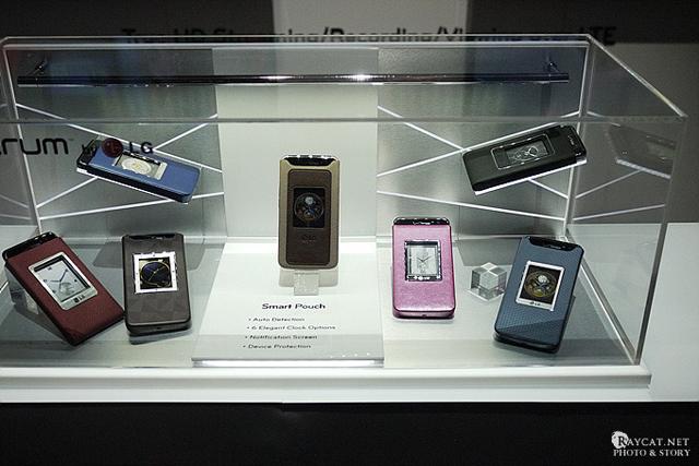 2012년 라스베가스 CES 당시의 옵티머스 LTE 전용 가죽 케이스