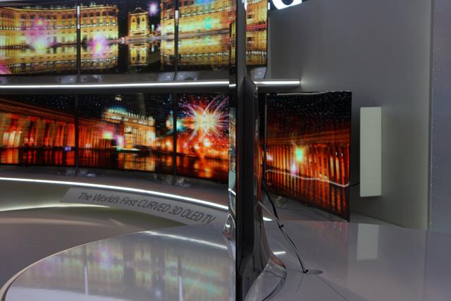 LG OLED TV 의 옆모습