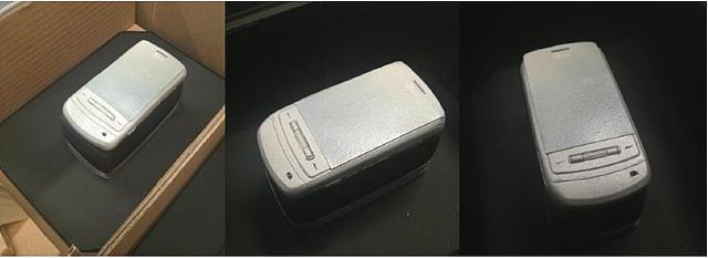 샤인폰도 케이크로 제작되어 휴대폰 상자에 들어있다.